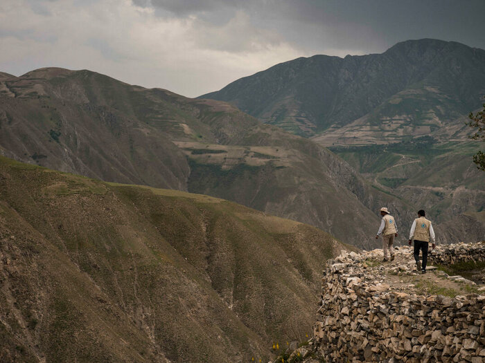 Two WFP staff are walking in the mountain